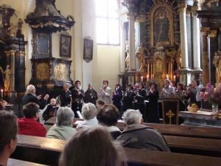Třeboňští pištci v mláckém kostelíku