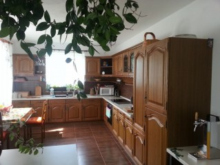 Kuchyně u společenské místnosti